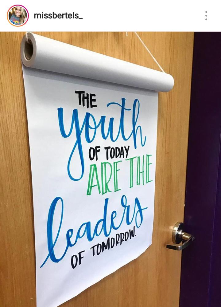 tł.: Dzisiejsza młodzież to przywódcy jutra.