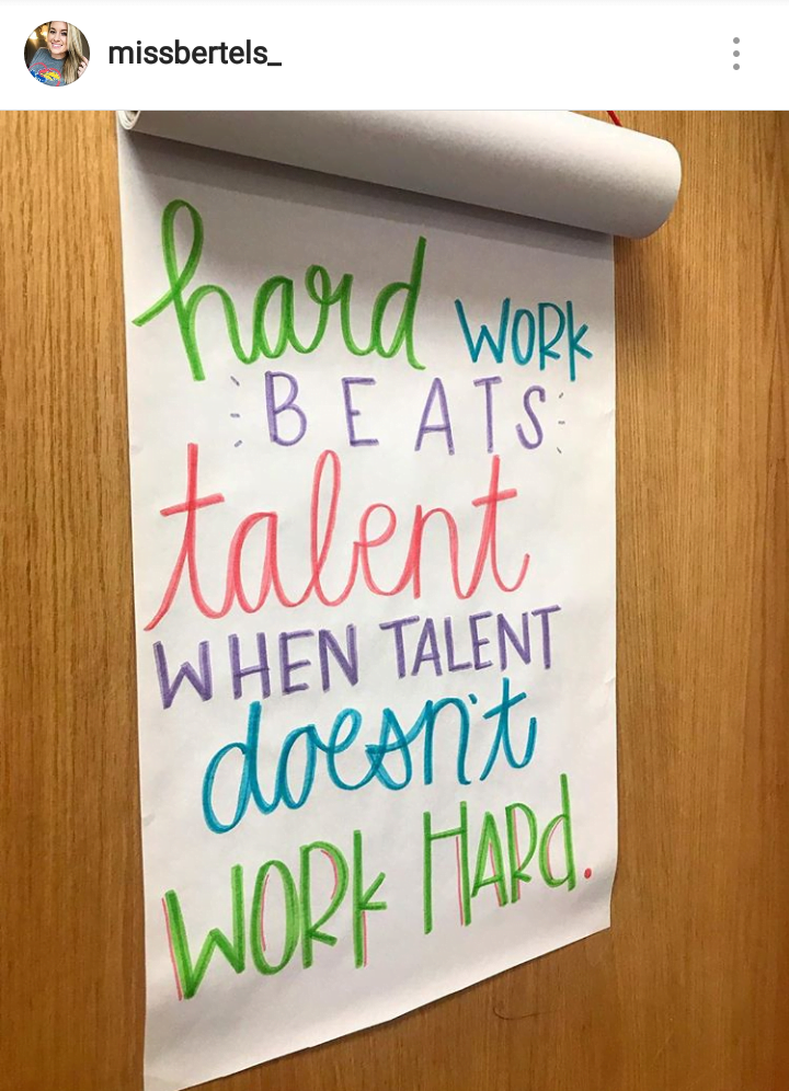 tł.: Ciężka praca jest ważniejsza (przebija) talent, kiedy talent nie pracuje ciężko.